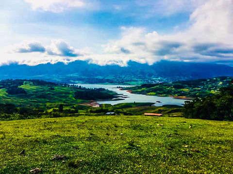 Lago Calima - Un Destino Imperdible, Mágico y Alucinante