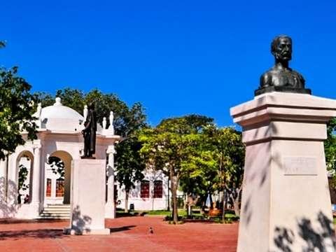 Walking Tour by Santa Marta