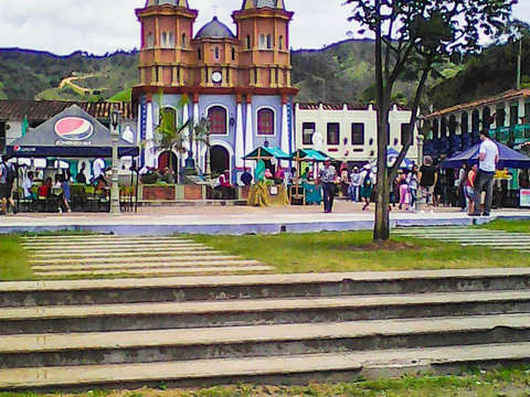 From Medellin: Tour Guatapé and El Peñol